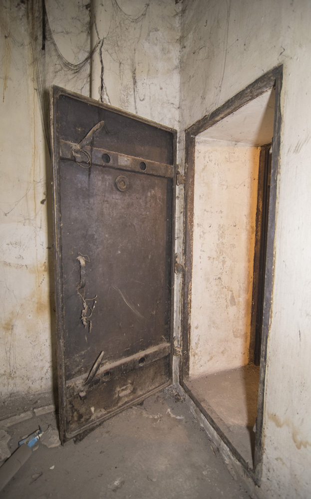 Photo 9: Armored door, built in Germany, in a shelter located near Syntagma square