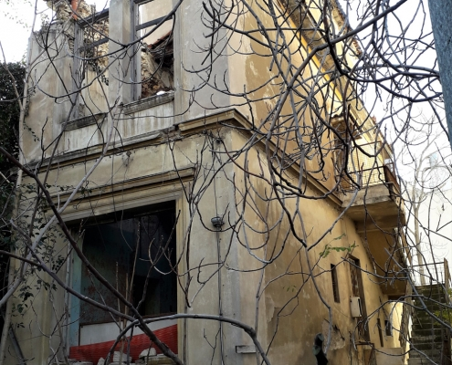 Photo 11: Exemples représentatifs d'architecture mixte teintés d'éléments de néoclassicisme populaire et de haut néoclassicisme à Néo Faliro. Source : Ioannis Georgikopoulos
