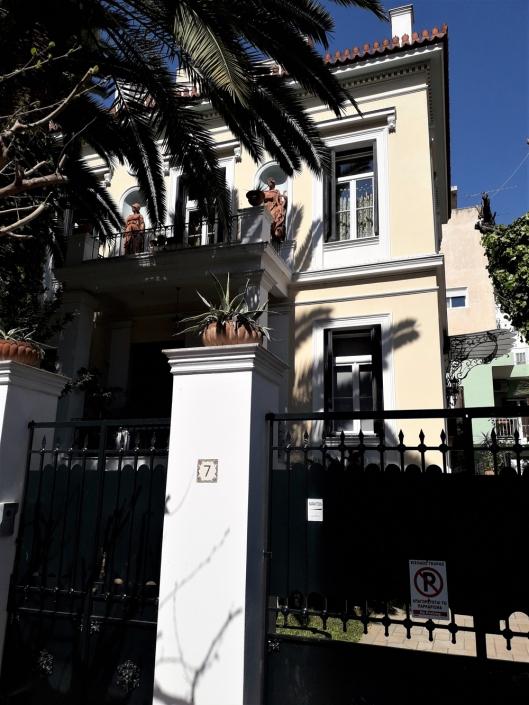 Photo 12: Exemples représentatifs d'architecture mixte teintés d'éléments de néoclassicisme populaire et de haut néoclassicisme à Néo Faliro. Source : Ioannis Georgikopoulos