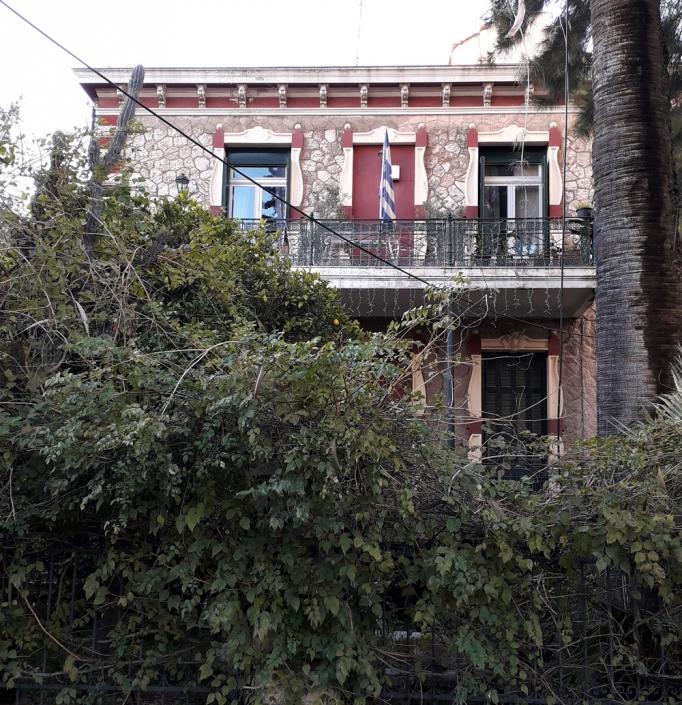 Photo 18: La résidence de Christofis, construction en pierre naturelle aux encadrements éclectiques, réalisée par E. Ziller. Source : Ioannis Georgikopoulos