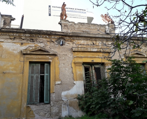 Photo 5: Exemples représentatifs d'architecture mixte teintés d'éléments de néoclassicisme populaire et de haut néoclassicisme à Néo Faliro. Source : Ioannis Georgikopoulos