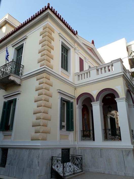 Photo 7: Exemples représentatifs d'architecture mixte teintés d'éléments de néoclassicisme populaire et de haut néoclassicisme à Néo Faliro. Source : Ioannis Georgikopoulos