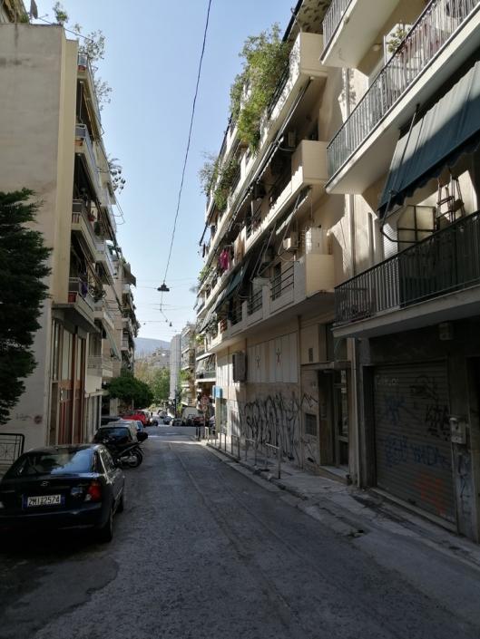 Photos 7: Sous la limite imaginaire des rues Zacharitsa et Tsami Karatasou. Source: G Dimitropoulos 2020